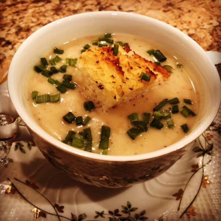 Instant Pot Roasted Garlic Soup