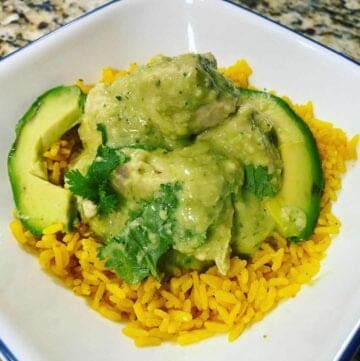 A plate of food with avocado and Chicken