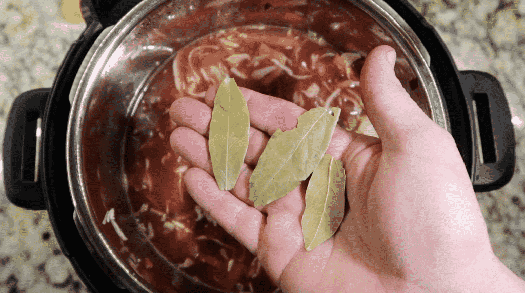 Topping with bay leaves