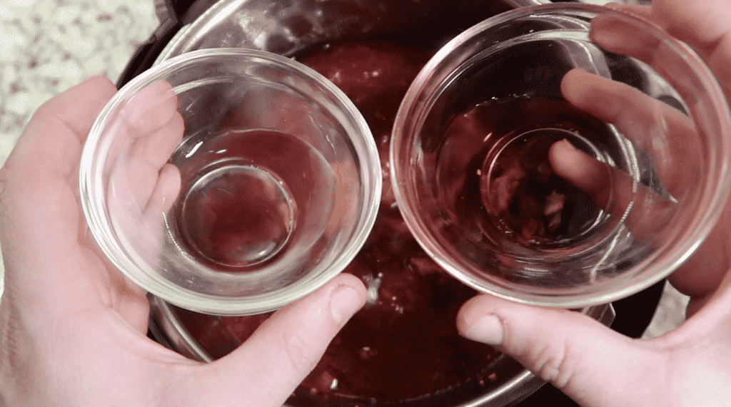 Add white vinegar and red wine vinegar