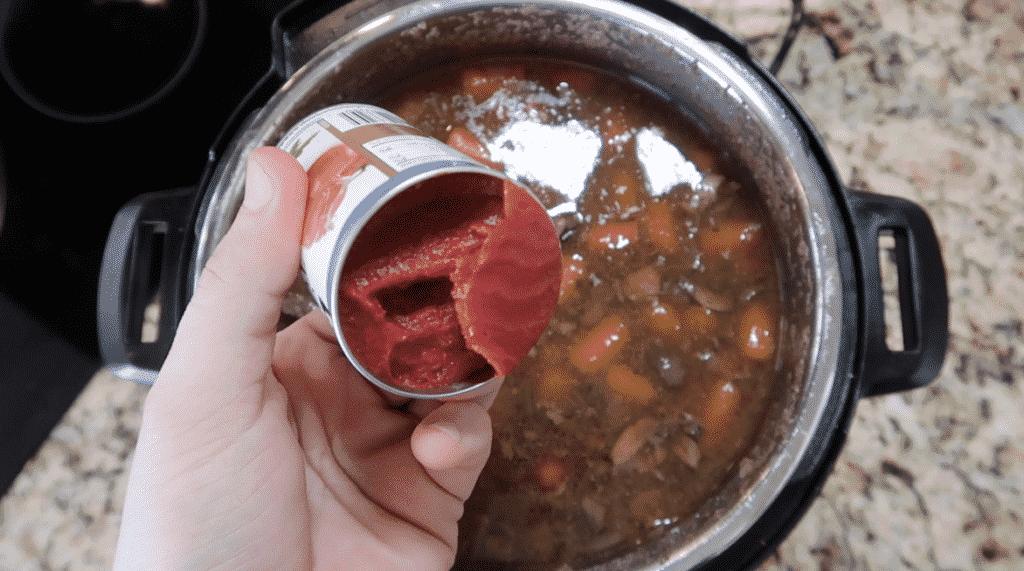 Adding tomato paste to stew